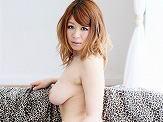 AV女優・小宮涼菜 (こみやすずな)